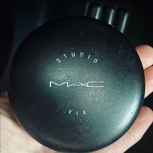 MAC Studio fix Powder foundation NW20